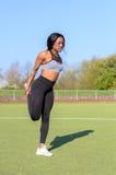 Mujer africana joven muscular apta Foto de archivo