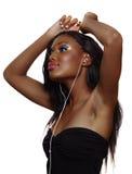 Mujer africana que baila a la música Fotografía de archivo libre de regalías