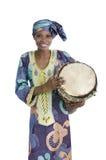 Mujer africana tradicional con el tambor del djembe Imagen de archivo