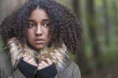 Mujer afroamericana asustada triste del adolescente de la raza mixta Fotos de archivo libres de regalías