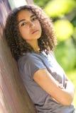 Mujer afroamericana del adolescente de la raza mixta triste Imagenes de archivo