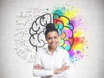 Mujer afroamericana joven alegre, cerebro fotos de archivo
