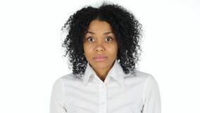 Mujer afroamericana que mira la cámara, retrato foto de archivo