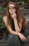 Mujer afuera en gafas de sol Imagen de archivo libre de regalías