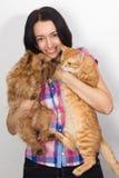 Mujer agradable con el gato y el perro en sus manos Imágenes de archivo libres de regalías