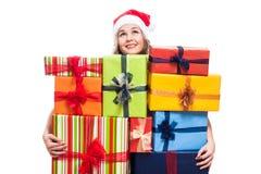 Mujer agradecida de la Navidad con los presentes Fotografía de archivo