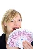 Mujer alegre con 500 notas euro Fotos de archivo libres de regalías