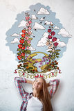 Mujer alegre con bosquejo del verano Foto de archivo libre de regalías