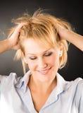 Mujer alegre con el pelo dishevelled imagenes de archivo