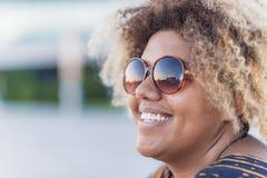 Mujer alegre del afroamericano Imagen de archivo