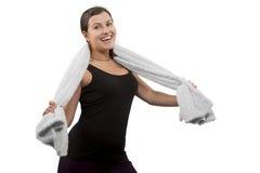 Mujer alegre del deporte con la toalla Foto de archivo libre de regalías