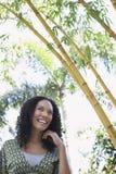 Mujer alegre en el bosque de bambú Fotografía de archivo libre de regalías