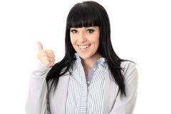 Mujer alegre feliz positiva con los pulgares para arriba que sonríe Imagenes de archivo