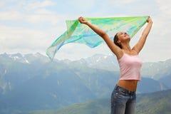 Mujer alegre hermosa con el pañuelo. Imagen de archivo