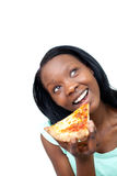 Mujer alegre que come una pizza Imágenes de archivo libres de regalías