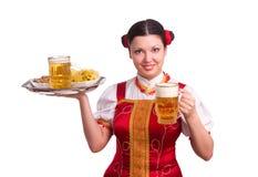 Mujer alemana/bávara con la cerveza Fotos de archivo libres de regalías