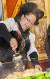 Mujer Alsatian que prepara la comida Foto de archivo libre de regalías