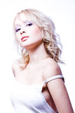 Mujer apasionada joven con los hombros nacked fotos de archivo