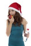 Mujer apta de la Navidad en dieta que come la manzana Foto de archivo