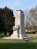 Mujer asentada que simboliza el triunfo esperanzado de 1918 Cenotafio mencionado del monumento de guerra del grado II, la iglesia fotografía de archivo libre de regalías