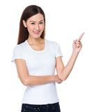 Mujer asiática con el destacar del finger Fotos de archivo