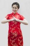 Mujer asiática con el gesto de la enhorabuena Imagen de archivo libre de regalías