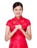 Mujer asiática con gesto de la enhorabuena de la mano Fotos de archivo libres de regalías