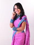 Mujer asiática con la sari rosada Imagen de archivo