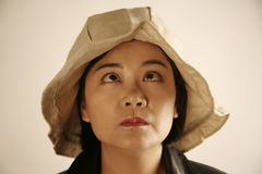 Mujer asiática con los ojos divertidos imagenes de archivo