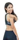 Mujer asiática con su hombro en dolor Imagen de archivo libre de regalías