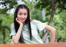 Mujer asiática del retrato al aire libre Foto de archivo