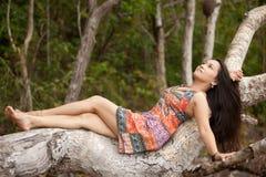 Mujer asiática en naturaleza Fotografía de archivo libre de regalías