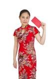 Mujer asiática hermosa con el vestido tradicional chino, packe rojo Fotos de archivo