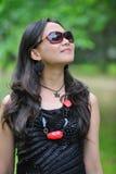 Mujer asiática hermosa con las gafas de sol Fotografía de archivo