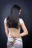 Mujer asiática hermosa con una fan de la mano Fotografía de archivo libre de regalías