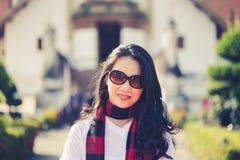 Mujer asiática joven en al aire libre Imagenes de archivo