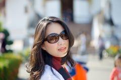 Mujer asiática joven en al aire libre Fotografía de archivo libre de regalías