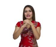 Mujer asiática joven hermosa con el gesto de la enhorabuena, happ Imagen de archivo libre de regalías