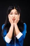 Mujer asiática que expresa emociones en estudio Imagen de archivo