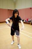 Mujer asiática que juega a bádminton Fotografía de archivo libre de regalías