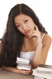 Mujer asiática que mira con los libros Imagen de archivo
