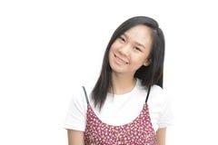 Mujer asiática que sonríe y que mira la cámara Fotos de archivo