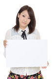 Mujer asiática joven que lleva a cabo al tablero en blanco Fotos de archivo