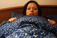 Mujer asustada Imagenes de archivo