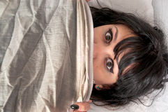 Mujer asustada Fotos de archivo