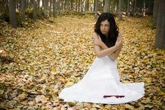 Mujer asustada en maderas Imagen de archivo