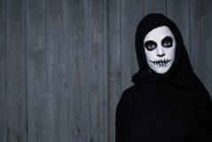 Mujer asustadiza del cráneo de Halloween Imagen de archivo libre de regalías