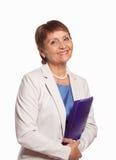 Mujer atractiva 50 años con una carpeta para los documentos imagenes de archivo