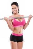 Mujer atractiva agradable que hace entrenamiento con la pesa de gimnasia grande, retocada Fotos de archivo libres de regalías
