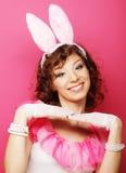 Mujer atractiva con Bunny Ears Blonde del playboy Imagenes de archivo